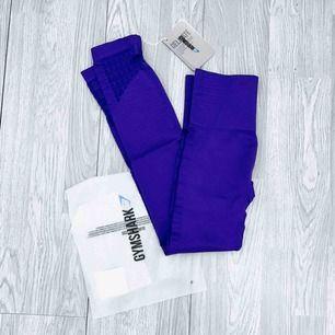 "NYA med lappar kvar, Gymshark High Waisted Energy + Seamless leggings storlek XS i färgen ""indigo"" Nypris $65 + frakt + tull  Möts upp i Stockholm eller fraktar. Frakt kostar 59kr extra, postar med videobevis/bildbevis."