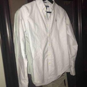 Väldigt lite använd skjorta, Slim fit. Ny:899:- Fraktkostnad tillkommer
