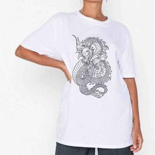 jättesnygg T-shirt som endast är använd 1-2 ggr!!!  Nypris: 250kr ❤️