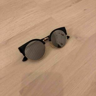 Solglasögon från Glitter - knappt använda. 20 kr 💖