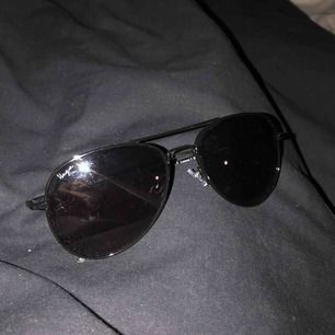 Säljer solbrillor till sommaren. 50 kr st alla 3 för 120 kr