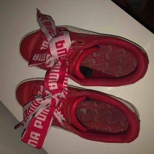 Fina röd/vita puma skor - likadana som den svarta jag la upp. 90kr + frakt ♥️