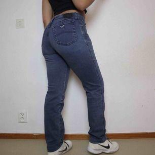 Snygga Armani jeans  Följ secondvintagesweden @ instagram för fri frakt  3 för 2 på allt  Pågrund av skola går jag och postar fredagar, lördagar och söndagar