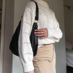 Säljer denna fina vita stickade tröja från Gina tricot. Superskönt och mysigt material. Storlek S nästan oanvänd. 🥰