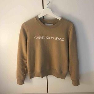 Calvin Klein sweatshirt, såklart äkta, i mycket bra skick, använd några få gånger. (Köpt för 1100kr)