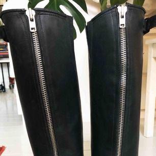 Prime boots, svarta med högt skaft (41cm) Använda 2 säsonger och behandlade.  Gott skick. Ordinarie pris 2600kr