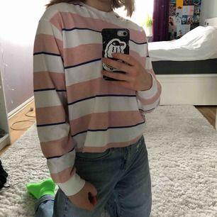 Randig tröja köpt från Asos i storlek S, möts upp eller tillkommen frakt