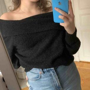 Jätte skön off-shoulder tröja 💕 Säljer för har ingen användning för den längre :) Köparen står för frakten