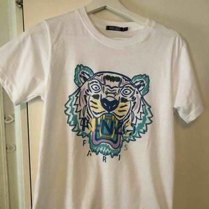 T-shirt från kenzo. Äkta. Köpt för 1000kr