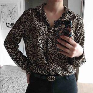 Leopardmönstrad skjorta/blus. Använd en gång. 59:- frakt