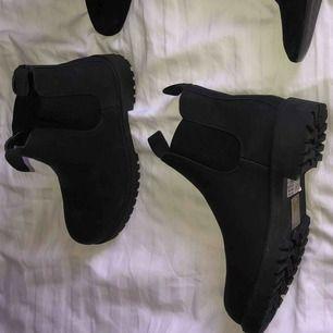 Oanvända skor från Skopunkten i storlek 37. Nypris 299:-