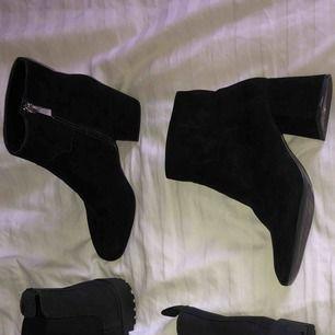 Skor från Zara använda en gång. Fint skick på undersula, innersula samt utvändigt.