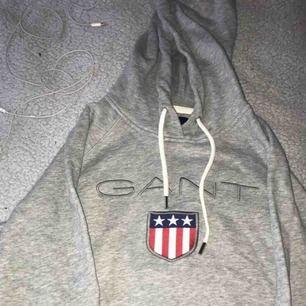 Säljer nu min fina Gant hoodie i strl S, som är använd endast en gång. Köparen står för frakten 🥰