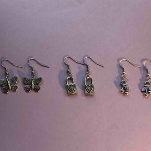 Säljer dessa handgjorda örhängen med fjärilar, lås och körsbär. Ett par för 40 kr eller 3 par för 100 kr. Frakten ligger på 11 kr.💕