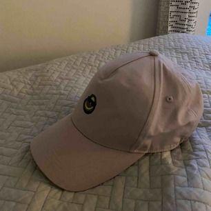 Keps köpt på Monki med avokado märke. Säljs pga låg användning. Frakt ingår! ☺️
