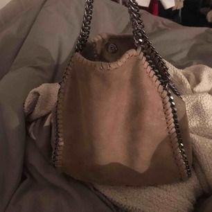 Stella mc liknande väska, liten modell. Super snygg!!