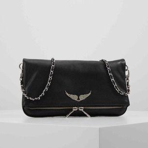 Rock grained bag från Zadig & Voltaire i bra skick, vingen på framsidan av väskan är lite rostig men inte mycket!