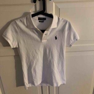 Jätte fin Polo t-shirt aldrig använd . Kan diskutera pris (köparen står för frakt) .