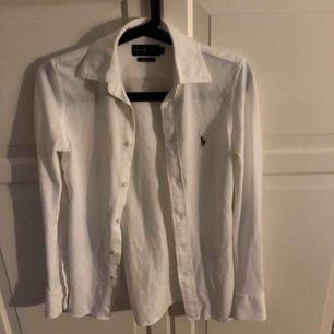 Jätte fin lång ermad POLO tröja . Aldrig använd 💕 Kan diskutera pris. ( köparen står för frakt )