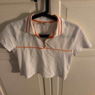 Ny tröja från New Yorker . Använd Max 2 gånger . Vit fin Magtröja . Kan diskutera pris ( köparen står för frakt ) .
