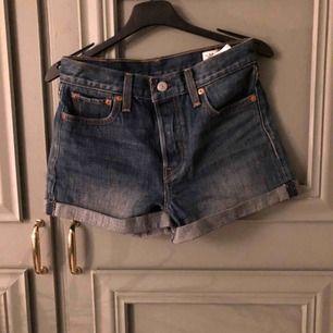 Fina jeansshorts från Levi's!  Storlek S  Använda 1 gång!  Frakt tillkommer 📦