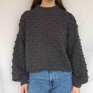 Mysig grå stickad tröja från Rut&circle, kunden står för frakt på 60kr<3