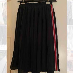 Plisserad kjol från zara!💖😊 säljer för att den inte kommer till användning längre!