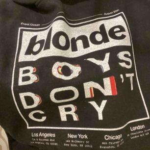 """frank ocean tröja med texten """"blonde, boys don't cry"""". inte officiell merch. pm för mer info+bilder."""