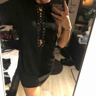 T-shirt klänning
