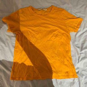 Basic T-shirt från NA-KD i storlek XS💖😊 du står för frakten