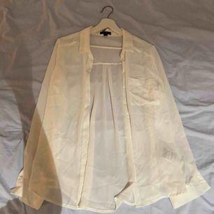 Blus skjorta från Amisu i storlek L, du står för frakten 💖💖