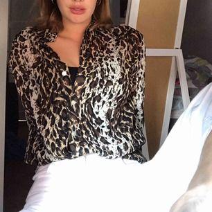 Säljer en super fin leopard blus! Fraktas endas 100kr inkl frakt