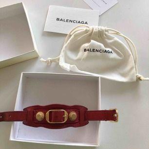 Rätt Balenciaga armband i fint skick