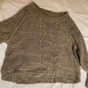 Snygg grå stickad tröja från GinaTricot i storlek M! Du står för frakten🧡🧡