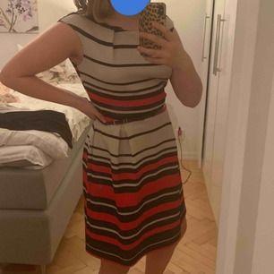 Tommy hilfiger klänning köpt i USA. Använd några gånger!