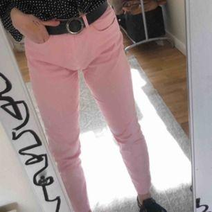 Ljusrosa jeans från NAKD, i storlek 36. Knappt använd i jättebra skick.