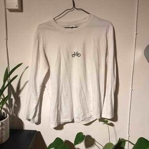Superfin långärmad tröja i stl M från Cykla UF! Passar även S och L beroende på hur du vill att den sitter!