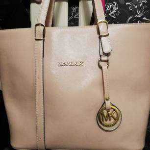 Rosa väska 👑kopia! Mk. Jättefin!!! 175 kr! Köpare står för frakten, vid intresse pm!!