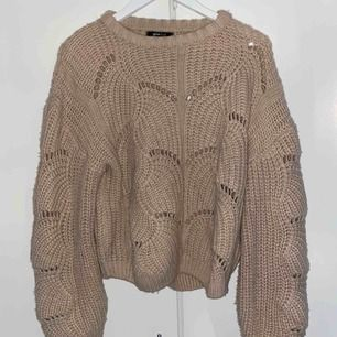 Superfin stickad tröja storlek M. Beige fin färg