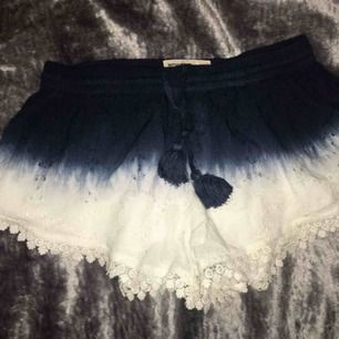 Oanvänd shorts med dip dye mönster, så fina ☺️ Fraktkostnad tillkommer