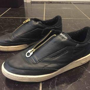 Reebok sneakers. Inte använda mycket. Storleken är 40.5 men 26.5 cm så stora i storlek. Pris +frakt