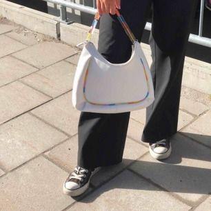 En superfin söt väska som jag köpt på second hand! Använder tyvärr inte så mycket :( köparen står för frakt 💕💕