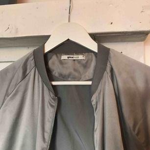 Snygg tunnare bomberjacka /tröja från Gina🤟🏽