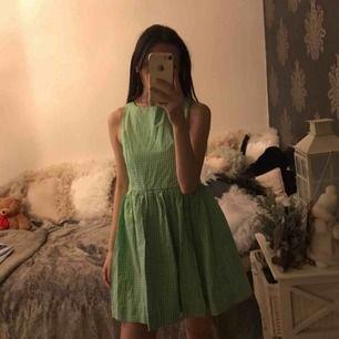 Aldrig använd jättesöt klänning från Ralph Lauren Barnstorlek 16 år, som XS cirka. Ny kostar 1000:- Fraktkostnad tillkommer