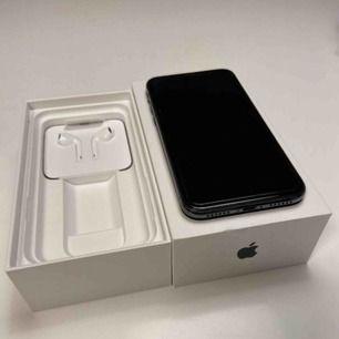 svart iphone x, 64gb, köpt och bruten plast 28/1-2020 endast använd 1dag, inga repor och helt nyskick. säljer då jag inte trivs med modellen