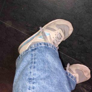Säljer mina new balance skor, skönaste skorna jag haft!! Säljer dom pågrund utav att mamma har tröttat på ALLA skor😄 det är storlek 38,5 och passar mig perfekt som har skor från 38 till 39. Dom är i superfint skick💜 frakten tillkommer på 63kr