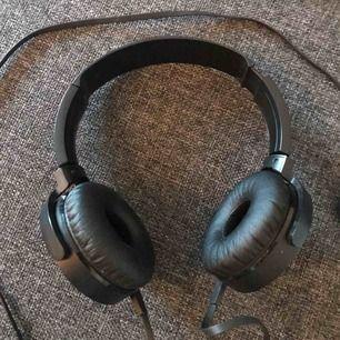 Sony hörlurar men vanlig sladd, funkar super!