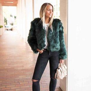 Grön Faux Fur pälsjacka, använd 3 gånger. Nypris 999kr
