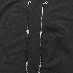 Två stycken armband för 10kr, alternativt 5kr/st! Frakt på 11kr eller mötas upp :) Den svarta har aldrig använts, den andra 1 gång, i bra skick båda två!