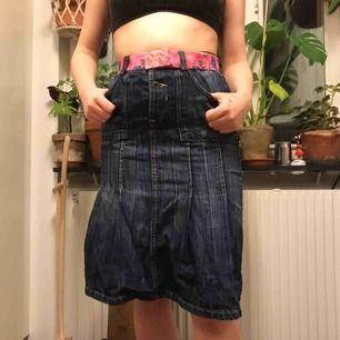 Super snygg jeans kjol. Köparen står för frakten💕
